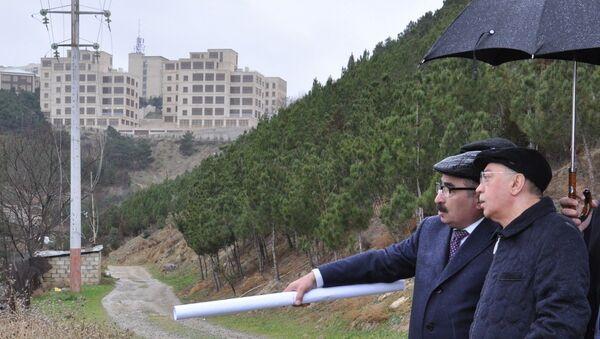 Министр по чрезвычайным ситуациям Кямаледдин Гейдаров ознакомился с ситуацией на оползневой территории на Баилово - Sputnik Азербайджан