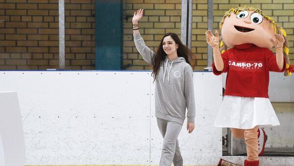 Проводы фигуристок Е. Медведевой и А. Загитовой на Олимпиаду в Пхенчхан - Sputnik Азербайджан