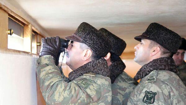 Министр обороны посетил подразделения на передней линии - Sputnik Азербайджан