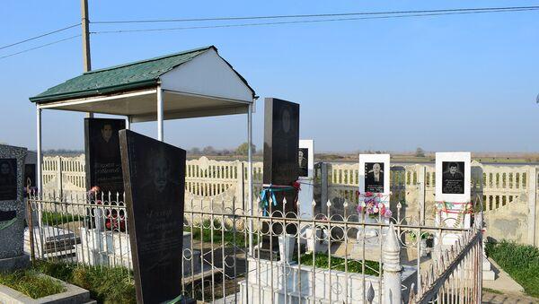 Yevlax rayonunun Yuxarı Qarxun kənd qəbiristanlığı - Sputnik Azərbaycan