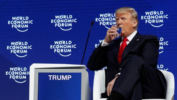 Президент США Дональд Трамп принимает участие в ежегодном совещании Всемирного экономического форума (ВЭФ) в Давосе, Швейцария 26 января 2018 год - Sputnik Азербайджан