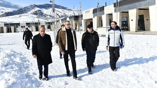 Президент Ильхам Алиев ознакомился с планами развития зимнего и летнего туризма в Шахдаге - Sputnik Азербайджан