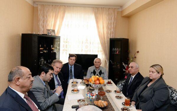 Эндрю Шофер посетил поселок Масазыр Абшеронского района - Sputnik Азербайджан