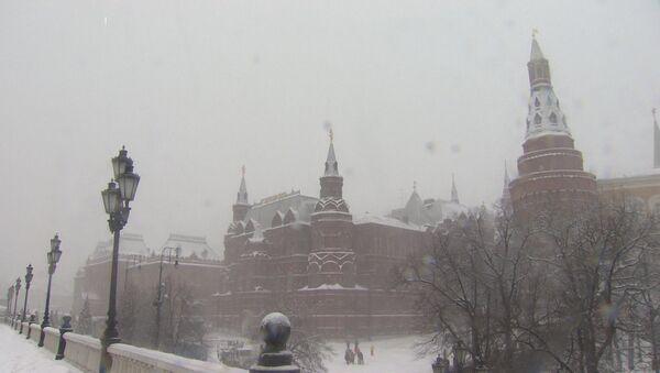 Рекордный снегопад в центральной части России - Sputnik Азербайджан