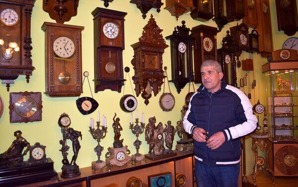 Коллекция старинных часов жителя села Маштага Рамиза Алиева - Sputnik Азербайджан