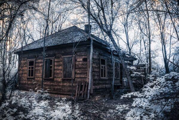 Хижина в заброшенном поселке - Sputnik Азербайджан
