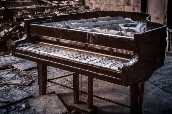 Гниющий рояль в концертном зале, Припять - Sputnik Азербайджан