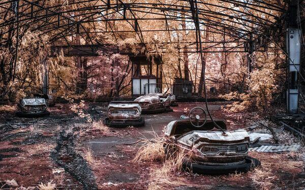 Автодром в парке развлечений, Припять - Sputnik Азербайджан