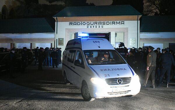 Взрыв на территории завода Радиостроения в Хатаинском районе Баку - Sputnik Азербайджан