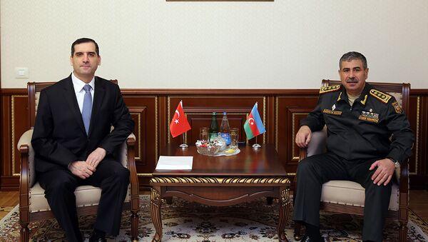 Министр обороны встретился с послом Турции в Азербайджане - Sputnik Азербайджан