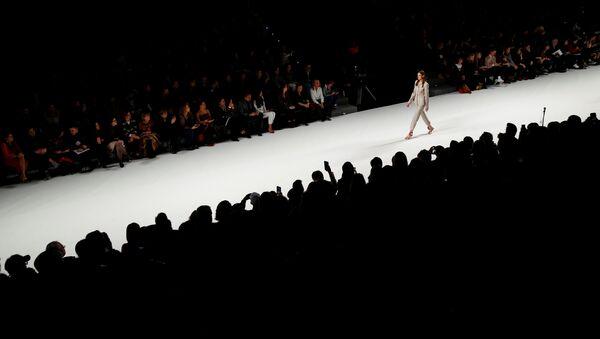 Модель во время модного показа, фото из архива - Sputnik Азербайджан