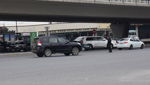 Baş Dövlət Yol Polisi İdarəsinin əməkdaşlarının Bakıda piyadalara qarşı keçirdiyi reyd - Sputnik Azərbaycan