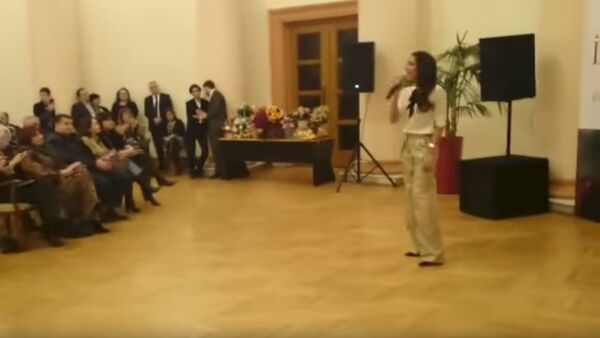 Алсу - Зимний сон, выставка Фирангиз Гусейновой - Sputnik Азербайджан