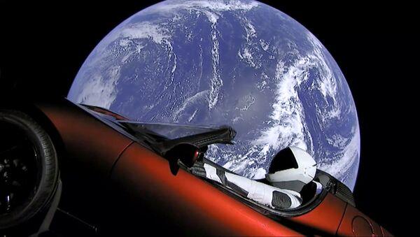 Автомобиль Tesla на орбите Земли - Sputnik Азербайджан