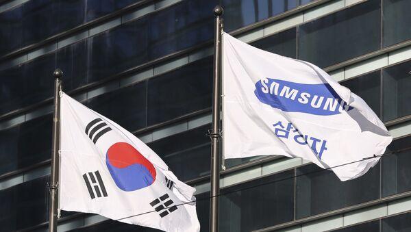Флаги Южной Кореи и компании Samsung, фото из архива - Sputnik Азербайджан