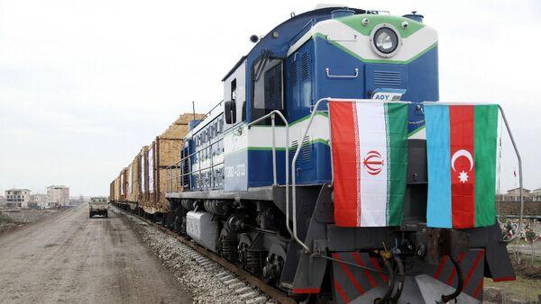 Испытательный поезд, пущенный по По железнодорожной ветке Астара (Азербайджан) – Астара (Иран) - Sputnik Азербайджан