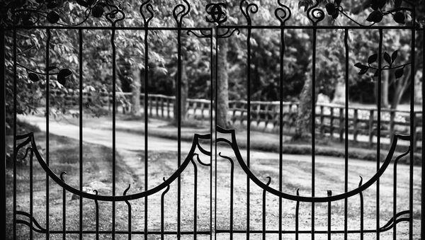 Закрытые ворота, фото из архива - Sputnik Азербайджан