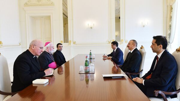 Президент Азербайджана Ильхам Алиев на встрече с делегацией, возглавляемой секретарем Святого Престола по отношениям с государствами, архиепископом Полом Ричардом Галлахером - Sputnik Азербайджан