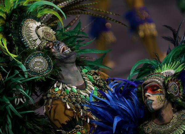 Revellers from the Vila Maria Samba School take part in Carnival celebrations at Anhembi Sambadrome in Sao Paulo, Brazil February 11, 2018 - Sputnik Азербайджан