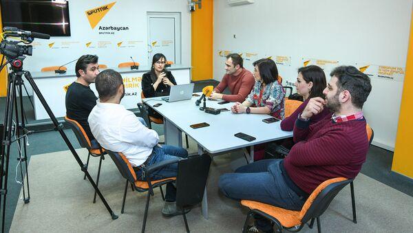 Обсуждение в мультимедийном пресс-центре Sputnik Азербайджан, приуроченное к Международному дню радио - Sputnik Азербайджан