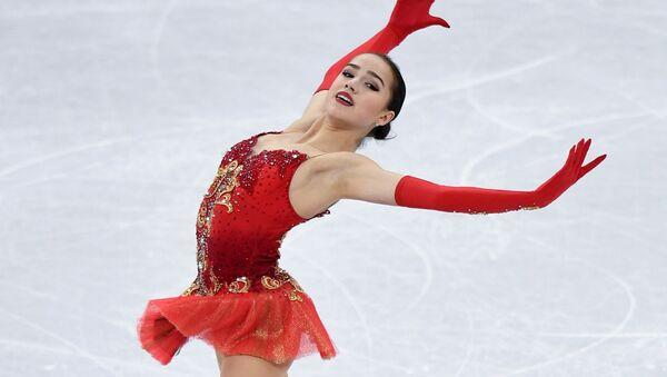 Российская фигуристка Алина Загитова выступает в произвольной программе женского одиночного катания командных соревнований по фигурному катанию на XXIII зимних Олимпийских играх - Sputnik Азербайджан