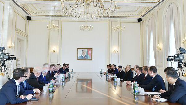 Президент Азербайджанской Республики Ильхам Алиев принял делегацию, возглавляемую председателем Восточного комитета экономики Германии Вольфгангом Бюхеле - Sputnik Азербайджан