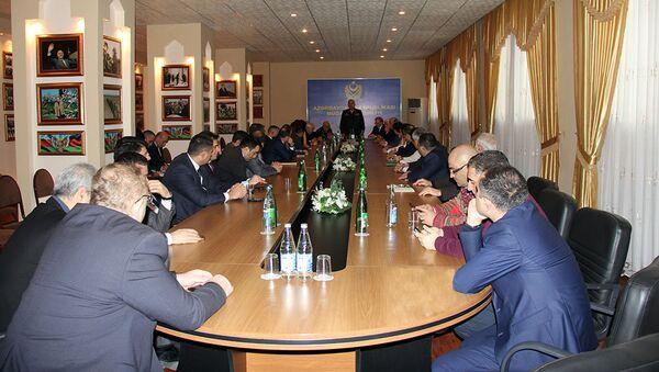 В Учебно-образовательном Центре Вооруженных Сил при совместной организации Министерства Обороны и Совета Прессы состоялась встреча с представителями ведущих медиа страны - Sputnik Азербайджан