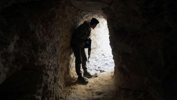 Солдат свободной сирийской армии в Восточном Африне, Сирия, 13 февраля 2018 года - Sputnik Азербайджан