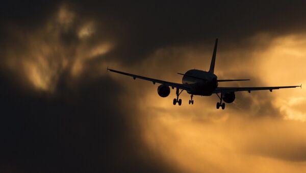 Самолет Airbus A320 авиакомпании Аэрофлот заходит на посадку в международном аэропорту Шереметьево - Sputnik Азербайджан