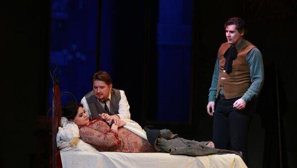 В Азербайджанском государственном академическом театре оперы и балета состоялся показ оперы «Богема» Джакомо Пуччини - Sputnik Азербайджан