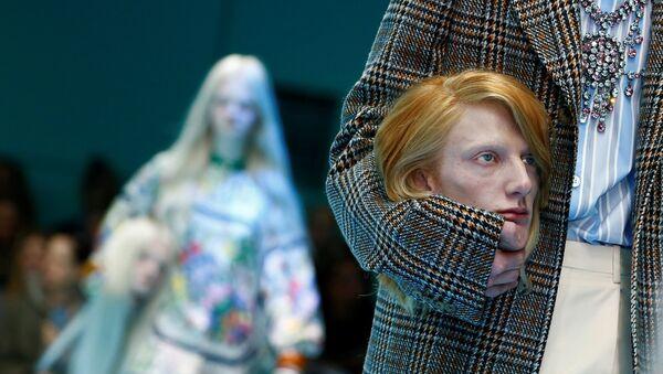На модном показе бренда Gucci в Милане - Sputnik Азербайджан