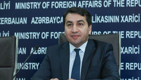 Руководитель пресс-службы МИД Азербайджана Хикмет Гаджиев - Sputnik Азербайджан