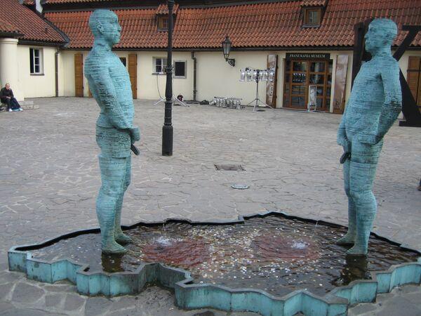 Скульптура Piss в столице Чехии, Праге - Sputnik Азербайджан