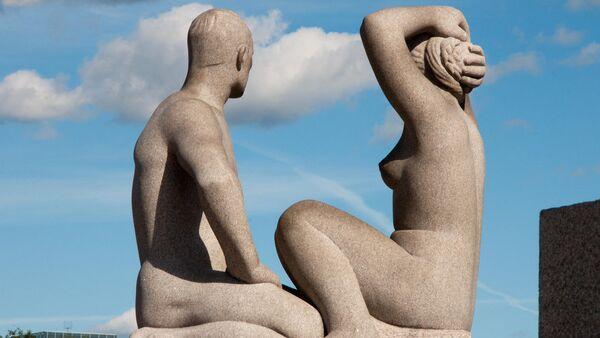 Скульптура в норвежском парке Вигеланд - Sputnik Азербайджан