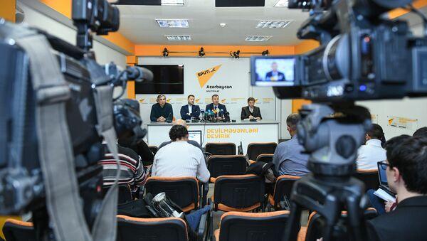 Конференции на тему Будущее азербайджано-российских отношений в мультимедийном пресс-центре Sputnik Азербайджан - Sputnik Азербайджан