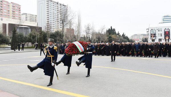 Президент Ильхам Алиев принял участие в церемонии почтения памяти жертв Ходжалинского геноцида - Sputnik Азербайджан