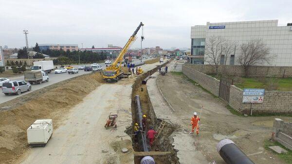 Обновление магистральных водопроводных линий на проспекте Бабека в Баку - Sputnik Азербайджан