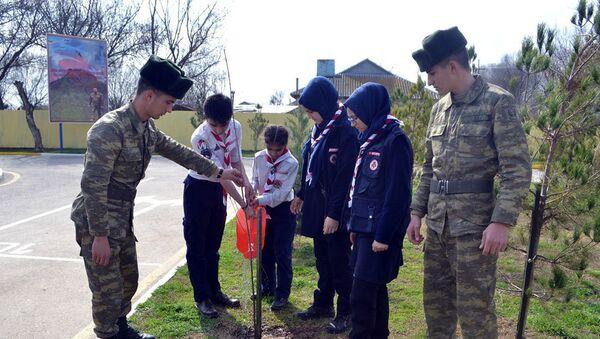 Скауты встретились с солдатами, проходящими службу в прифронтовой зоне - Sputnik Азербайджан