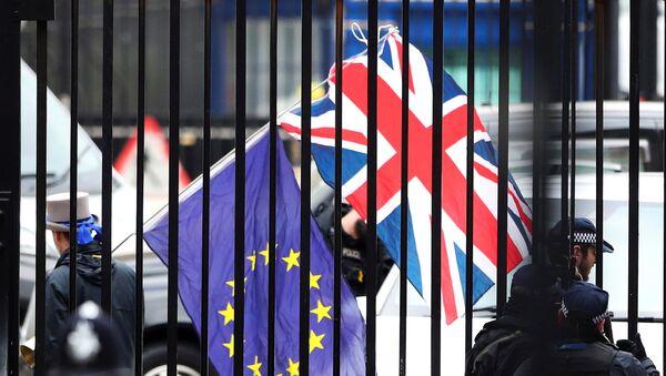 Флаги ЕС и Великобритании - Sputnik Азербайджан