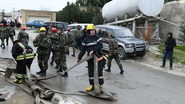 Тушение пожара в Республиканском наркологическом диспансере в Баку - Sputnik Азербайджан