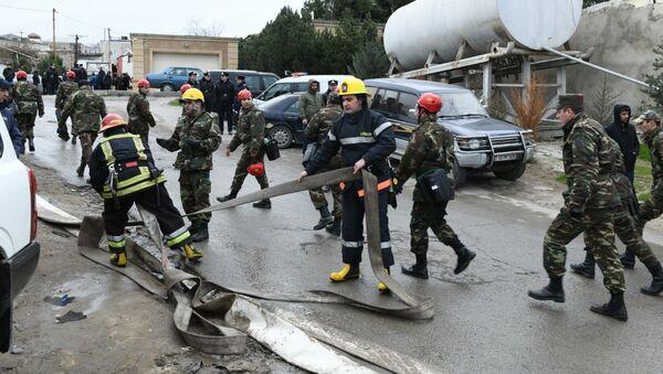 Тушение пожара в Республиканском наркологическом диспансере в Баку - Sputnik Azərbaycan