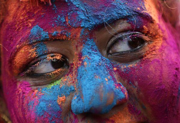 Участница фестиваля Холи в Индии - Sputnik Азербайджан