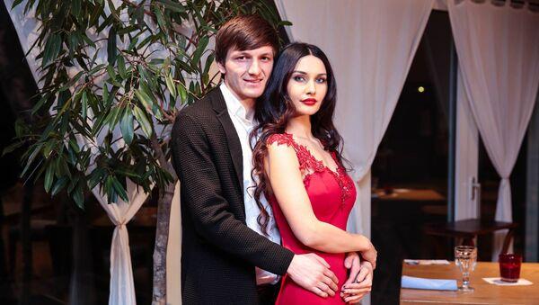 Футболист азербайджанского клуба Габала Руслан Гурбанов с супругой - Sputnik Азербайджан