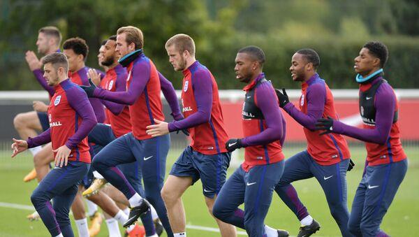 Футболисты сборной Англии по футболу во время тренировки, фото из архива - Sputnik Азербайджан