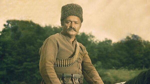 Гасан Турбов в образе Гачаг Неби в фильме Пора седлать коней, 1983 год - Sputnik Азербайджан