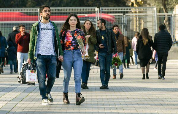 8 Марта на центральных улицах Баку - Sputnik Азербайджан