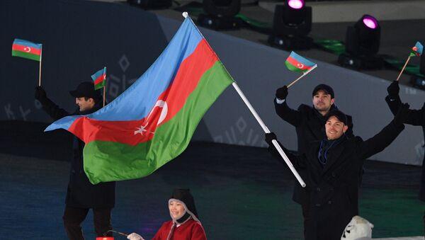 Cлаломист Патрик Брахнер на открытии XXIII зимних Олимпийских игр 2018 года, 9 февраля 2018 года - Sputnik Азербайджан