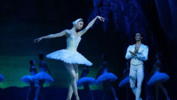 Балет Лебединое озеро на сцене Театра оперы и балета - Sputnik Азербайджан