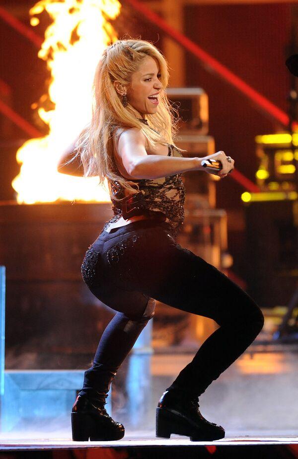 Колумбийская певица Шакира выступает на вручении 12-ой премии Latin Grammy в Лас-Вегасе - Sputnik Азербайджан
