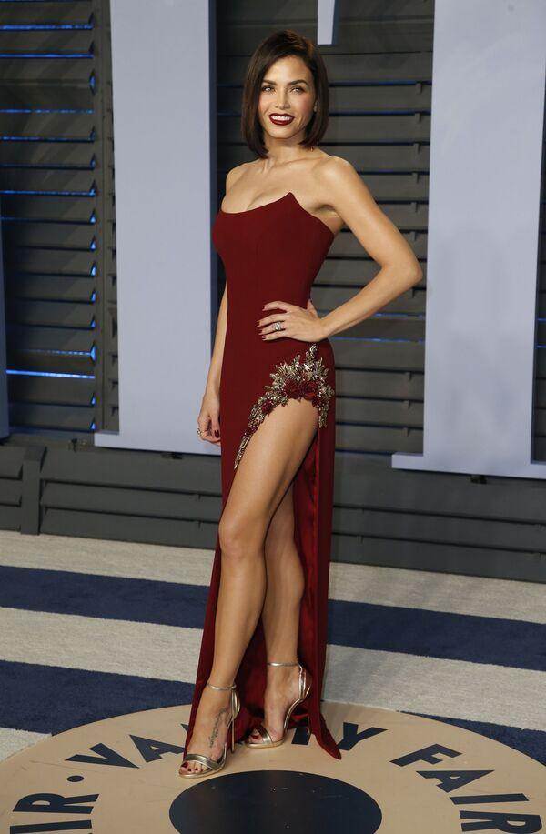 Актриса Дженна Дуан на вечеринке Vanity Fair Oscar Party в Калифорнии - Sputnik Азербайджан
